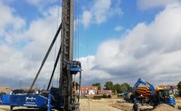 Vloggende leerlingen OBC Elst doen verslag van nieuwbouw, Giesbers